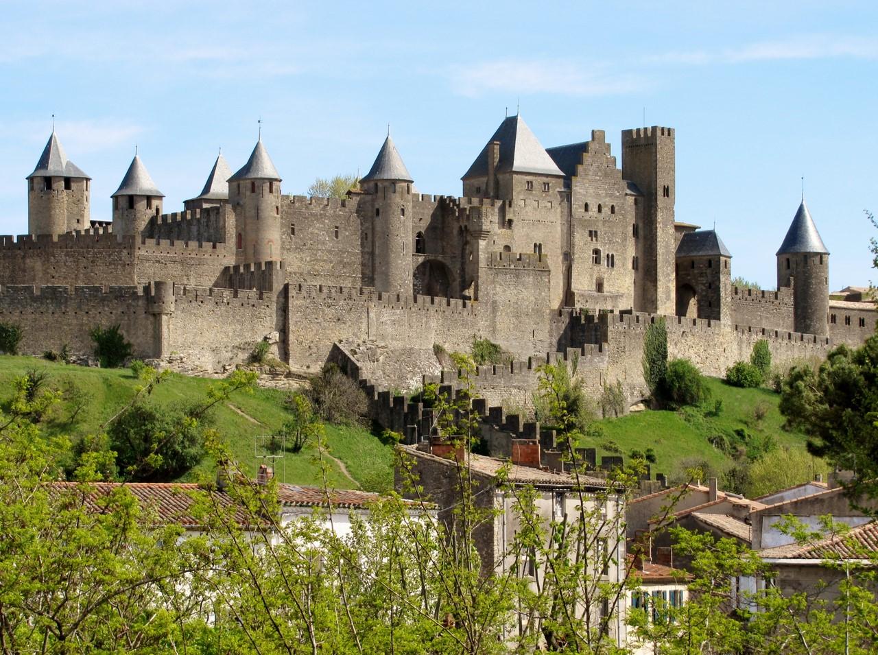 Зачем покупают замки во Франции?